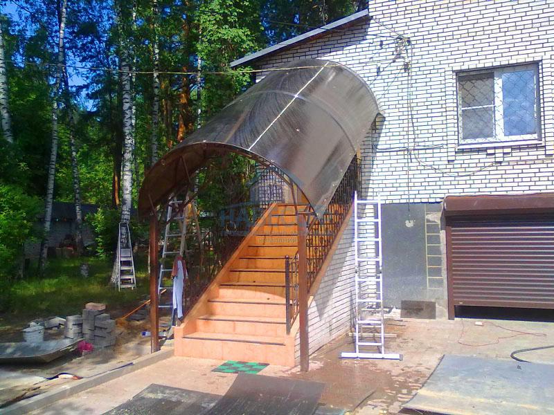 Пристройка из поликарбоната к дачному домику